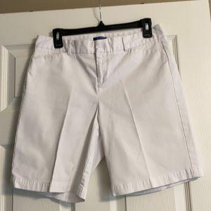 Dockers, white Bermuda shorts. 10P